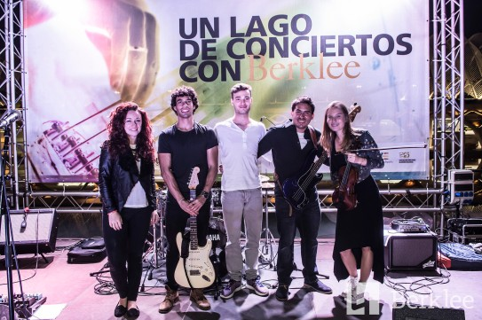 Performing with 'Molly's Peck' @ Lago